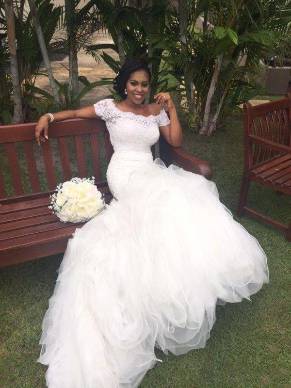 Fit en Flare Afrikaanse zeemeermin trouwjurken off the Shoulder Portret Korte mouwen Kant Top Ruffled Rok Prachtige bruidsjurken