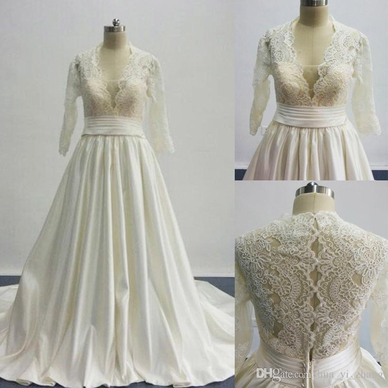 2016 une ligne robes de mariage inspiré par cosmobella 7746 plongeant décolleté en V dentelle satin princesse robes de mariée avec manches trois quarts