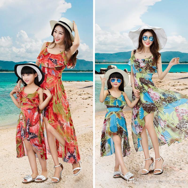 9e845b115 Compre Bohemia Madre E Hija Flores Vestido De Playa Vestido Mamá Niña  Vestido Floral Irregular Gasa Vestido De La Familia Vestidos A6617 A  53.07  Del ...