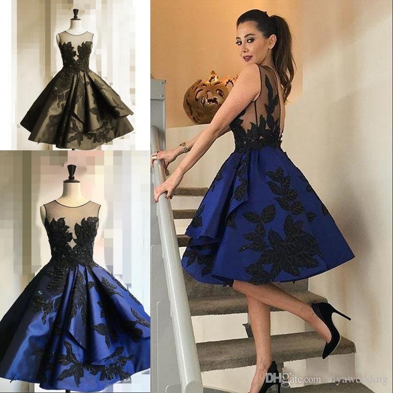 3623a4fb0 Compre Elegantes Azul Real Vestidos Cortos Para El Hogar Sheer Jewel Cuello Apliques  Vestidos De Baile Sin Espalda Sexy 2019 Junior Graduation Cocktail ...
