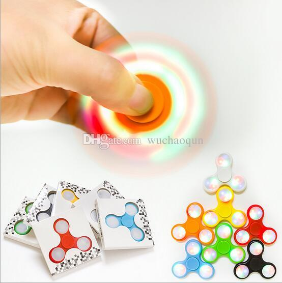 LED Light Up Hand Spinners Fidget Spinner Top Quality Triangle Finger Spinning Top Colorido Descompresión Dedos Punta Tops Juguetes En stock