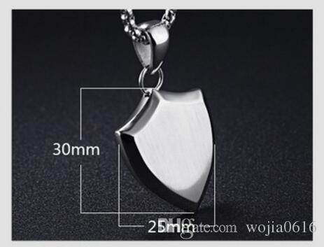 Fate Love Nuevo estilo Hiphop / Rock Shield Colgantes Collares Para Hombre Hombre Regalo decorativo 316L Joyería de acero inoxidable GX1170
