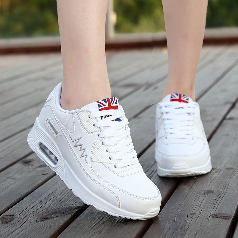 f7adf62f8 Compre 2017 Nova Moda Plana Mulheres Formadores Sapatos Respirável Mulher  Couro Casual Tenis Feminino Sapato Mulheres Apartamentos Zapatillas Mujer  De ...