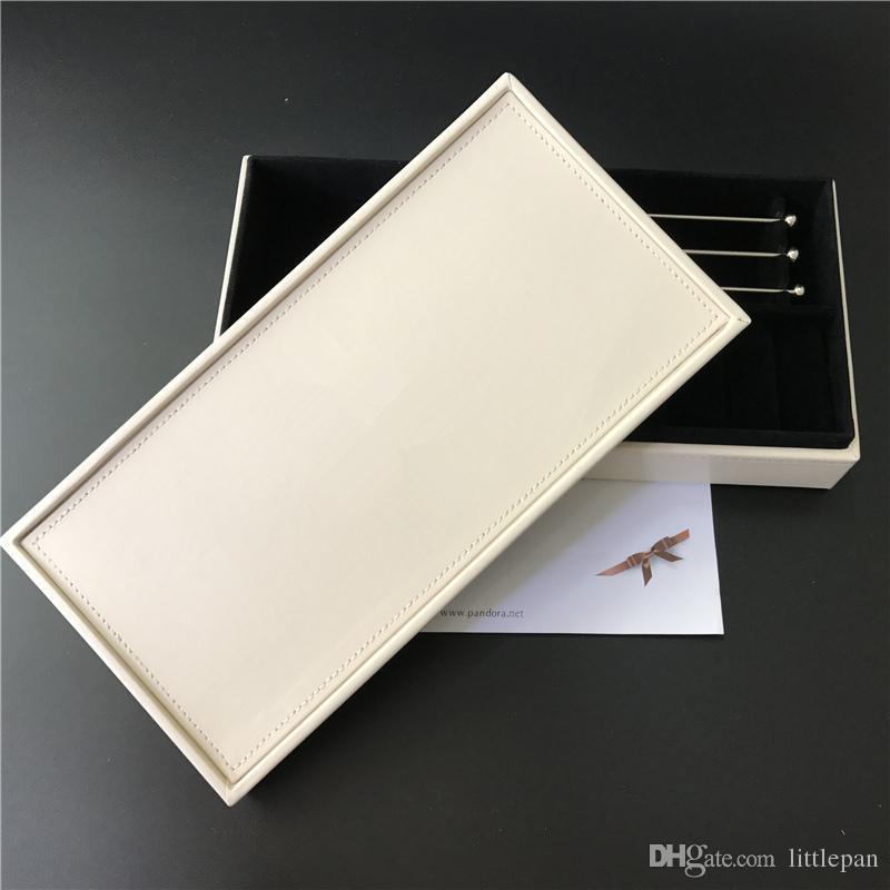 Deux différentes boîtes à bijoux en velours noir à l'intérieur de style européen pour Pandora Bracelet de perles de charme