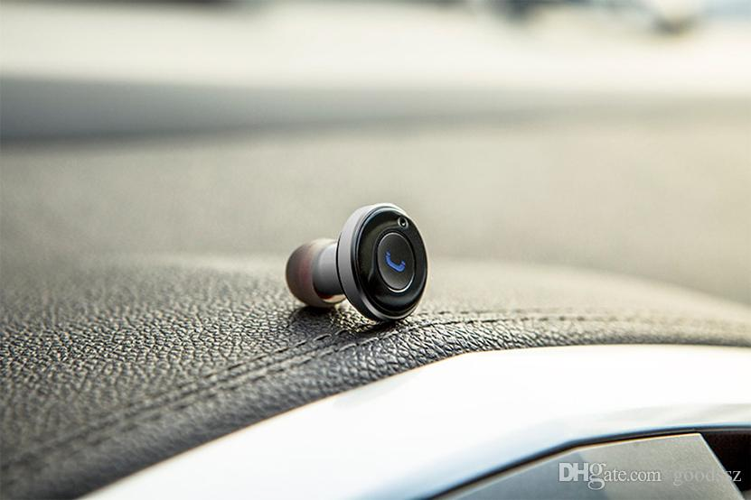 OVEVO Q8 블루투스 이어폰 자동차 충전기는 블루투스 헤드셋과 자동차 충전기 2를 표시합니다. 1 자동 충전 스테레오 헤드셋