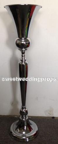 senza fiori tra cui Alto matrimonio argento ferro di ferro alto e grande candelabro / metallo portacandele in vendita