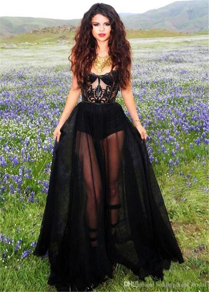 2019 Los vestidos de noche negros más nuevos de Selena Gomez Los appliques sin tirantes del cordón Longitud del piso Sheer Backless Prom Vestidos Celebrity Vestidos de noche