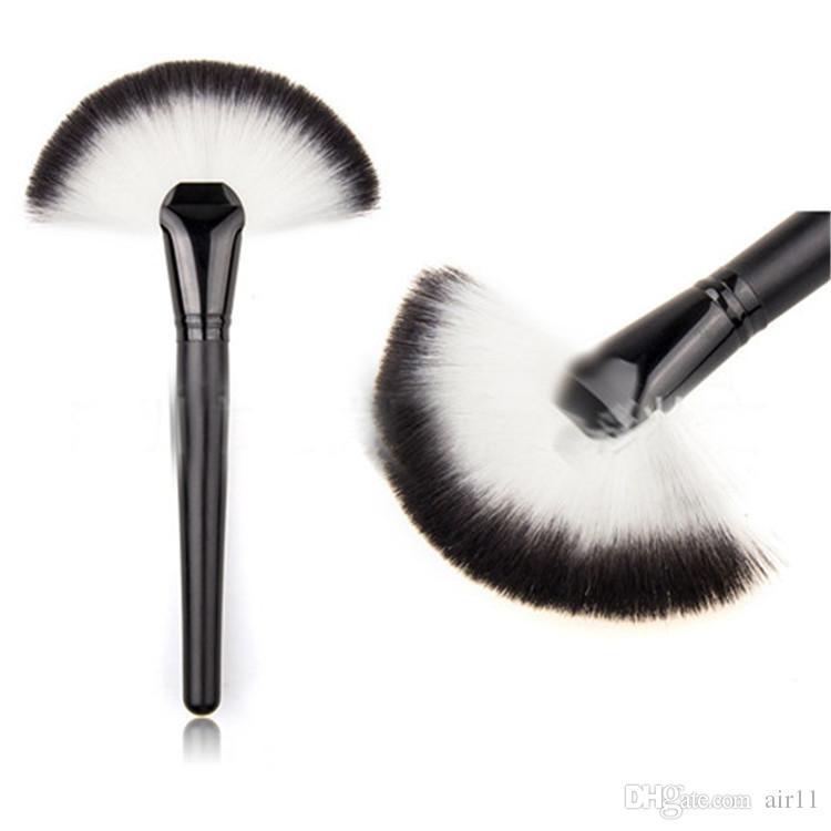 Brosse de maquillage simple pinceau / secteur de poudre pinceau de maquillage professionnel Brosse de pinceau de ventilateur doux pinceaux de maquillage outil