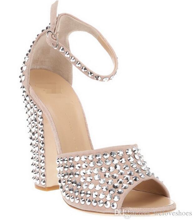 2017 moda peep toe mujeres gruesas sandalias de tacón de aguja del talón atractivo partido zapatos remaches tacones altos gladiador sandalias