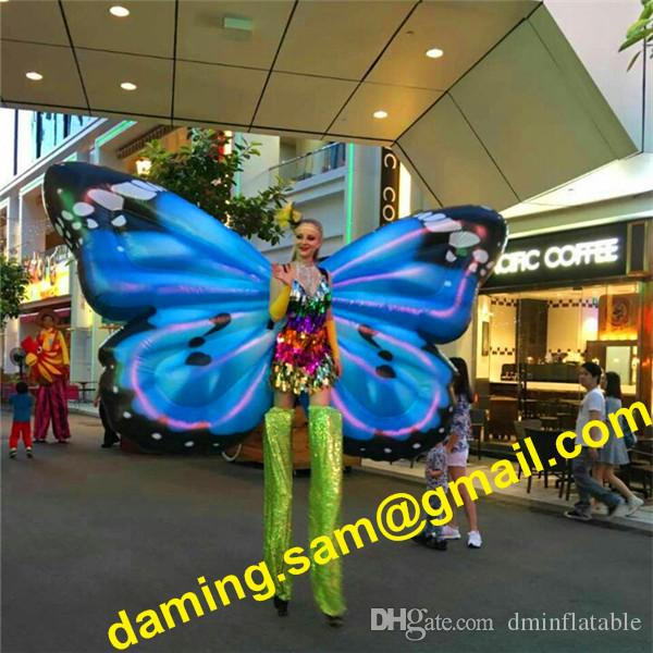Bühnendekor-Beleuchtung aufblasbare Schmetterlings-Flügel-Kostüm 2m Bunte Erwachsener Wearable Blow Up Schmetterlings-Klagen für Parade Fragen
