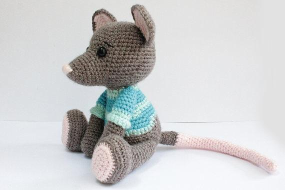 Amigurumi Rat : Remy from ratatouille now with free pattern crochet