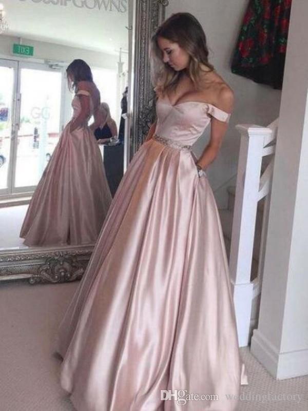 Oszałamiająca linia Blush Różowy Prom Dresses Off The Ramię Długie Formalne Wieczorowe Party Suknie Piętro Długość Nosić z zroszonymi talią i kieszeniami