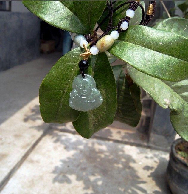 Naturalny zielony wisiorek z zielonym jaderem. Naszyjnik Maitreya Wisiorek