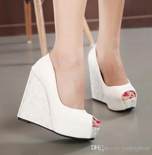 f642935c4f6 Compre Sexy Cruz De Tiras Azul Blanco Zapatos De Boda Plataforma Sandalias  De Cuña Peep Toe Zapatos De Dama De Honor Tamaño 34 A 39 A  31.27 Del  Tradingbear ...