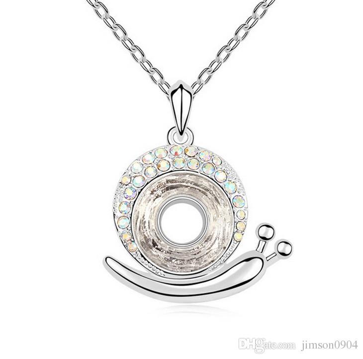 2017 new A creative jewelry using SWAROVSKI Elements Crystal Necklace Pendant snail wonderful lady sale