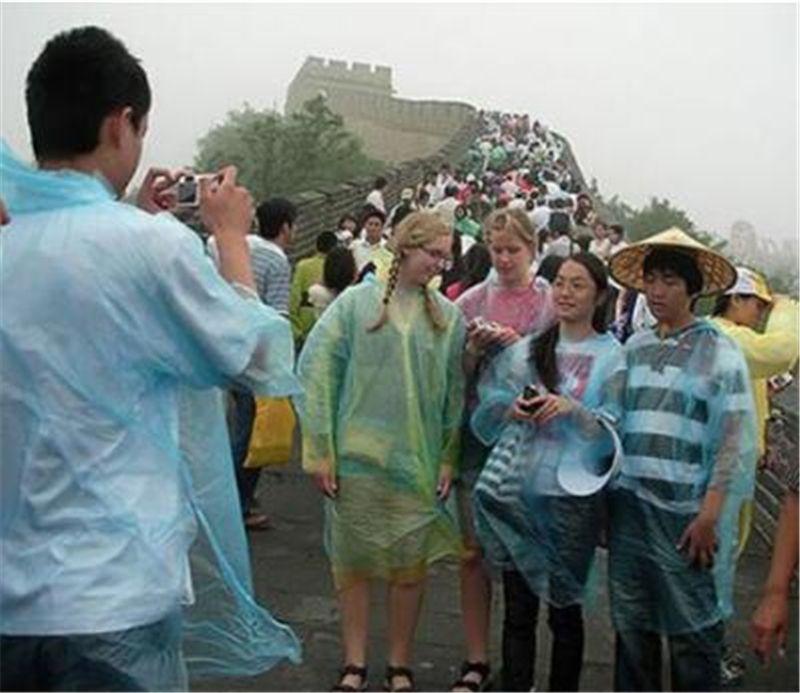 Um tempo Raincoat Moda Hot Disposable PE Raincoats Poncho Rainwear viagem Chuva revestimento de chuva usar casaco de viagem Chuva DDA1249-A
