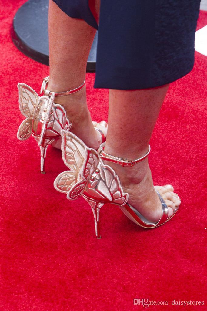 에벤 반짝이 천사 날개 샌들 섹시한 레이저 절단 금속 검투사 샌들 하이힐 나비 웨딩 신발 여성 펌프