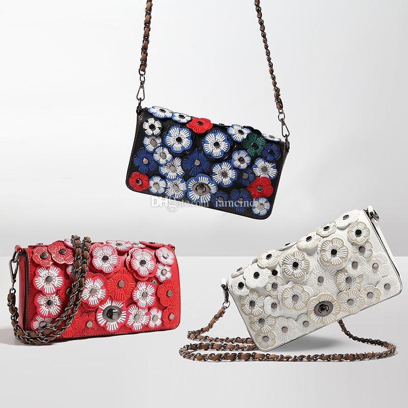 76dda5f712de Großhandel Kleine Umhängetasche Handtasche Mit Blumen Dame Abendtaschen  Weiße Frauen Leder Clutch Tasche Für Abschlussball Von Iamcindy,  34.02 Auf  De.