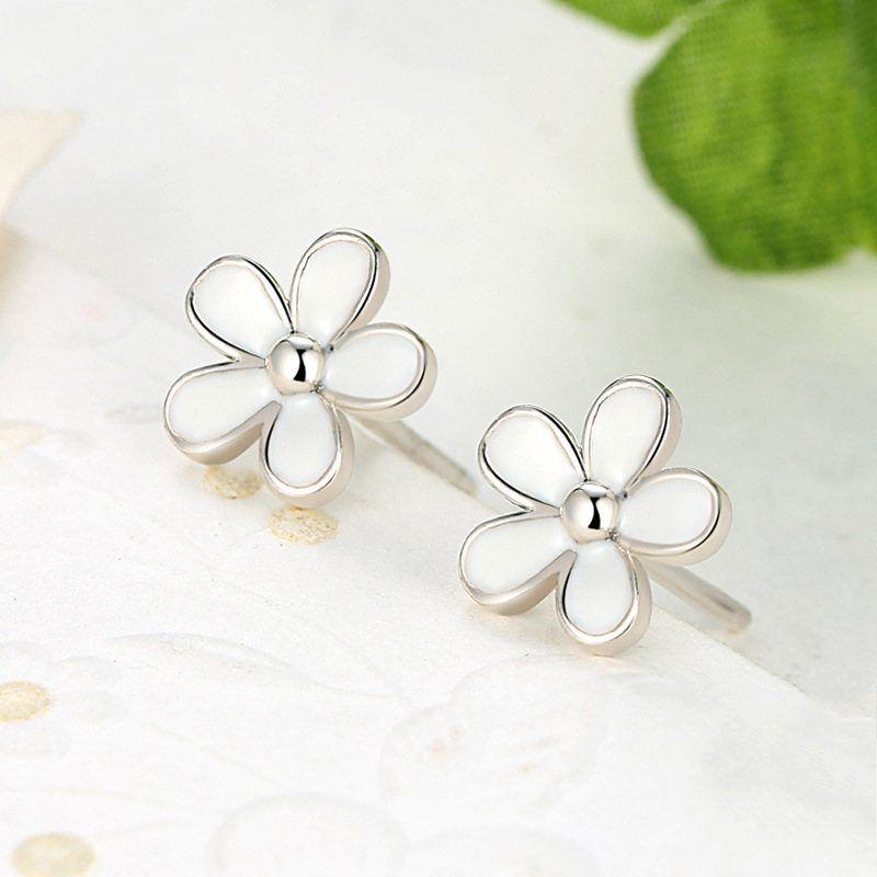 2018 New Spring Authentic 925 Sterling Silver White Daisy Stud Earrings For Women Enamel Flower Earrings European Fine Jewelry
