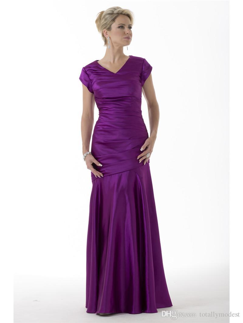 Vestidos de dama de honor modestos de sirena púrpura Largos con mangas cortas Cuello en V Mangas con mangas Satén de invierno Plisados Vestidos de damas de honor