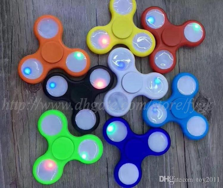 2017 LED Light Up Hand Spinners Fidget Spinner Top Quality Triangle Finger Spinning Top Colorido Descompresión Dedos Punta Tops Juguetes