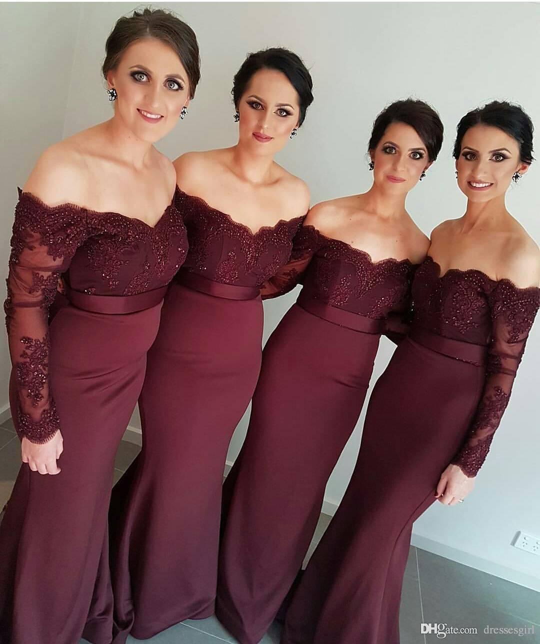 2019 Bourgogne Maroon pärlor sjöjungfru brudtärna klänningar av axel långärmad spets applique billiga skräddarsydda brudtärna bröllopsklänning