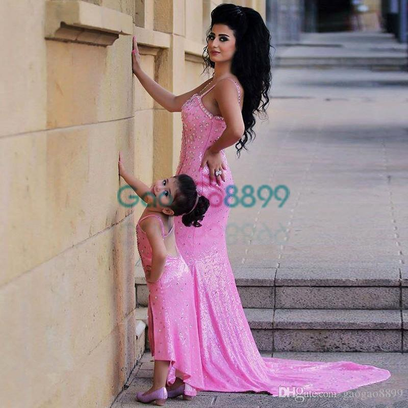 2019 Spaghetti Pink shiny Mother Daughter Matching Dresses Rhinestones Beaded Mermaid Prom Dress split trumpet Evening Gowns