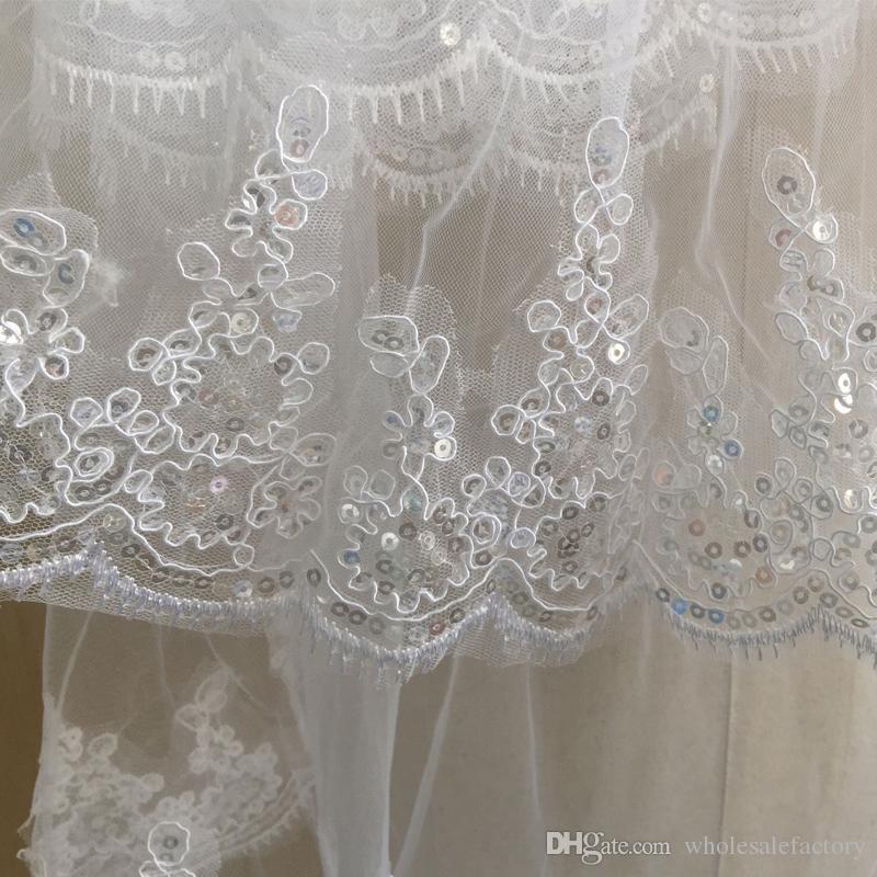 Kort bröllopslöja med kam 1,5 meter Brudslöja med Sequin Lace Appliques Billiga Bridal Tillbehör