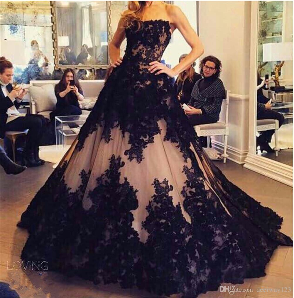 세련된 레이스 아플리케 공 가운 이브닝 드레스 2019 Strapless 민소매 흑인과 누드 댄스 파티 드 가운 Vestido Largo de Fiesta