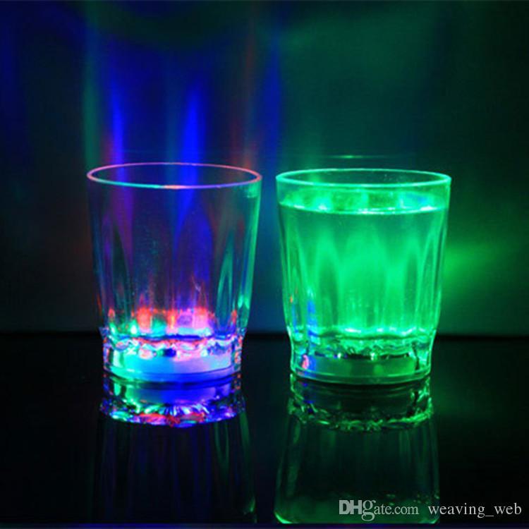 Mini leuchtende LED kleine Weinglas bunte KTV Konzert Bar spezielle Drinkware blinkende Kunststoff-Getränke Wein Tasse dekorative Becher