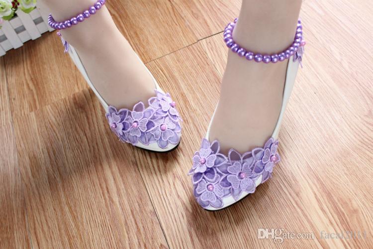 Chaussures de mariage blanc à talons hauts fleur bourgeon de soie perles de cheville de cheville de demoiselle d'honneur chaussures La mariée prendre des photos robe colocalisation