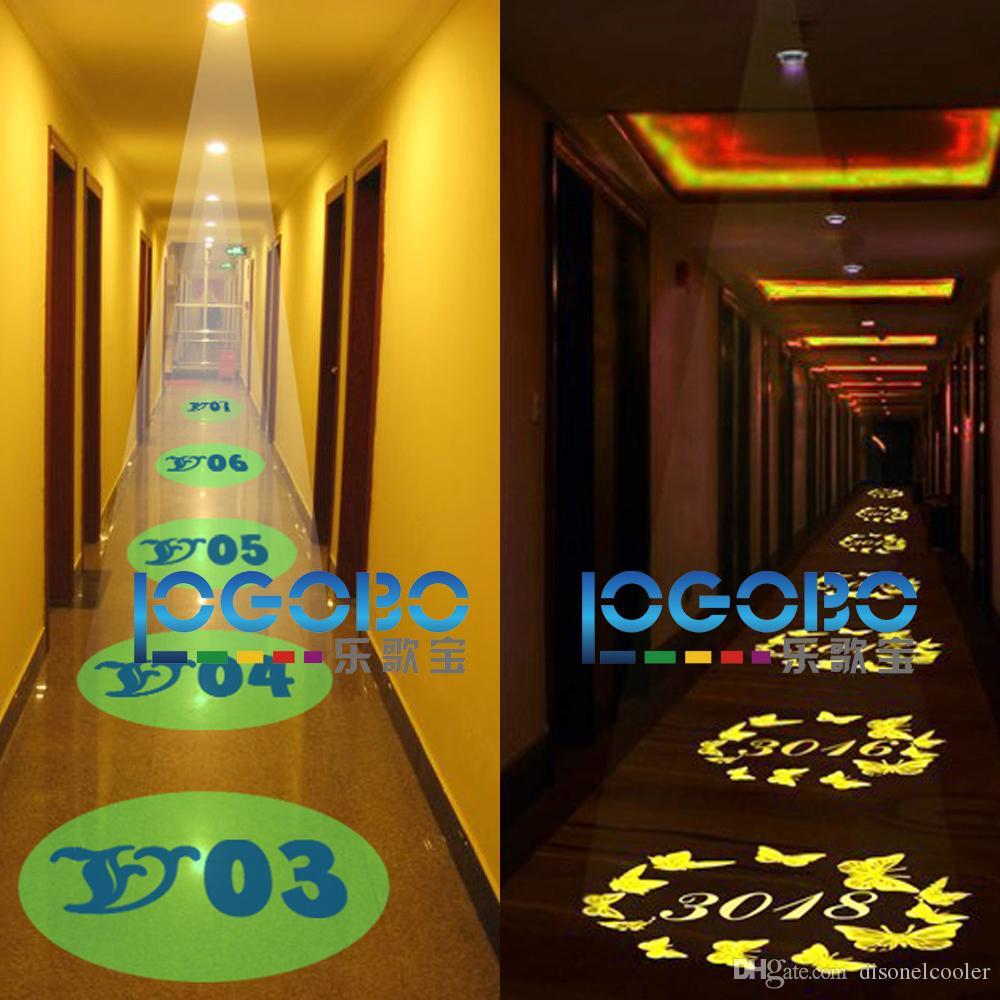 床や壁の上に点灯したLEDの照らされた部屋番号が4200の内腔の装飾パターンGoboエフェクト照明システム30W送料無料