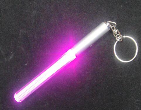Hot LED Linterna Stick Keychain Mini Torch Llavero Llavero de aluminio Durable Glow Pen Varita mágica Stick Lightsaber LED Light Stick