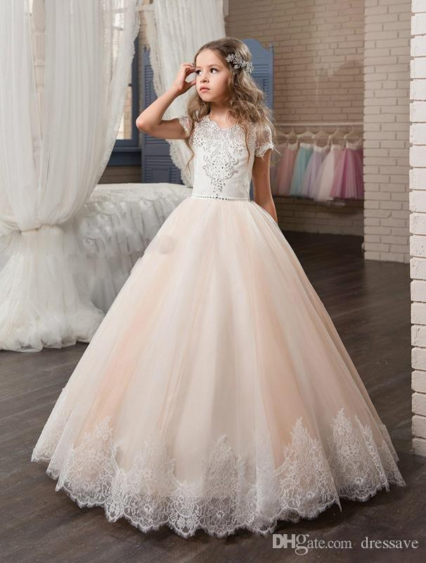 2018 Princess Flower Girls Dresses Lace Appliqued Delicate Beaded Sequins Short Sleeve Ball Gown Floor Length Girls Pageant Birthday Gowns