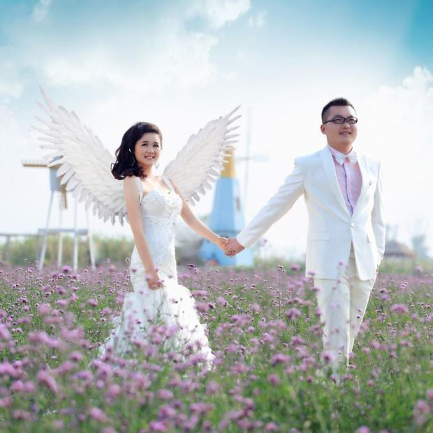 beautiful white angel feather wings Fashion feather accessories Wedding photo shoot Magazine shooting props EMS