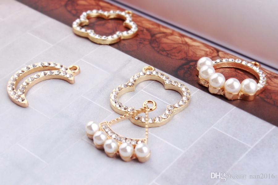 pendente con ciondolo a forma di foglia di luna placcata in oro, reperti di gioielli
