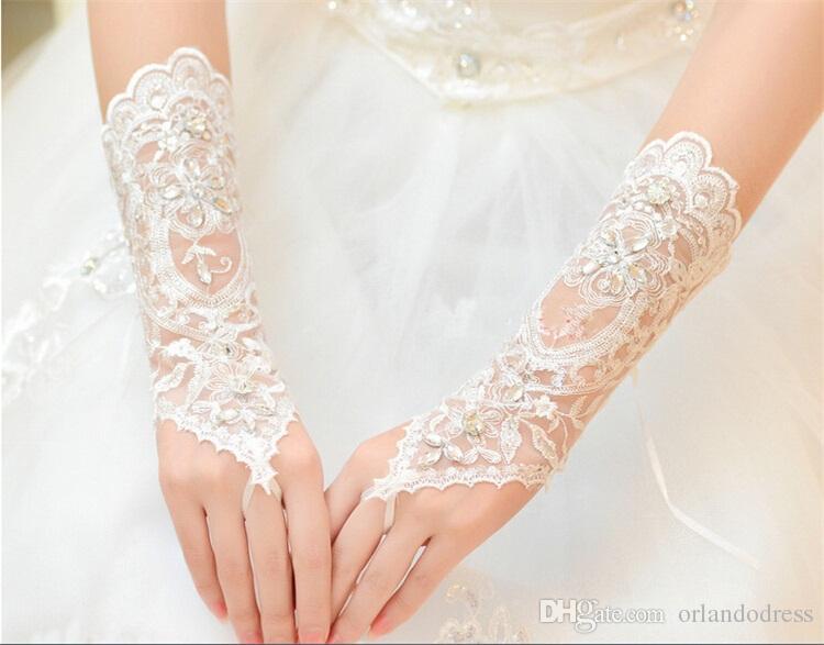 2017 Nova Moda Luvas De Noiva com Contas Românticas Princesa Luvas de Casamento para o Vestido de Noiva Elegante Branco / Marfim Acessórios Do Casamento