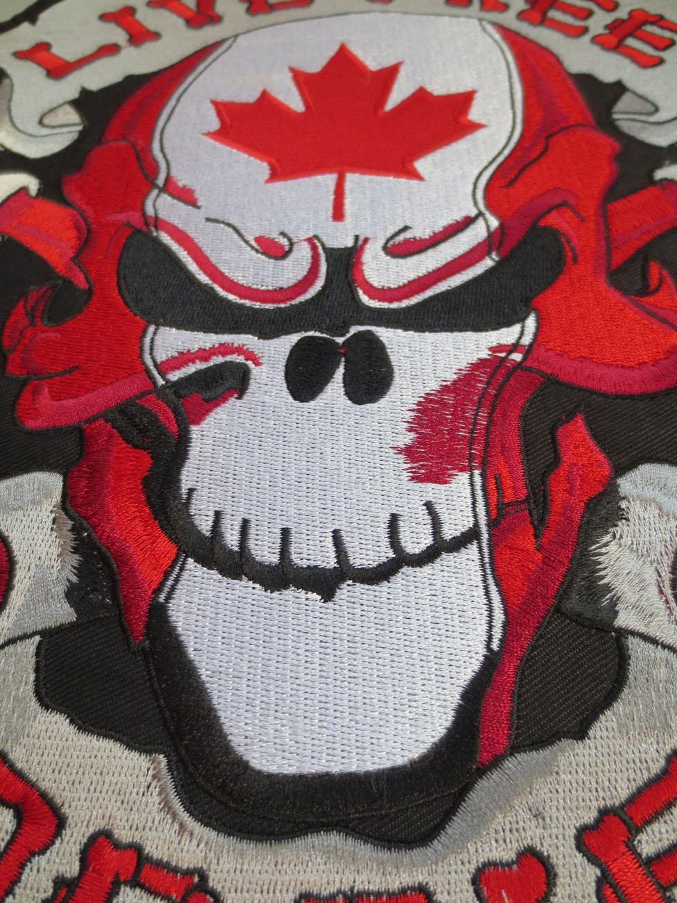 Venta caliente Personalizar 12 pulgadas grandes parches de bordado para la chaqueta de nuevo Live Free CANADÁ cráneo de la hoja de arce envío gratis