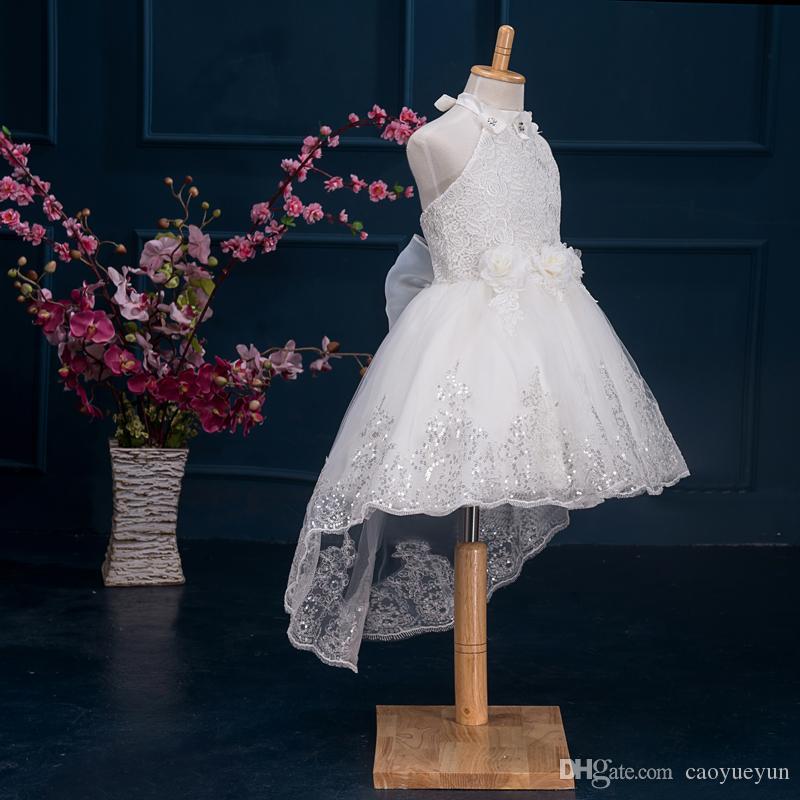 2019 Neue Ankunft Halfter blumenmädchen kleider spitze lang mit blume auf dem hals kleider mädchen pageant kleider ballkleid für kleines mädchen