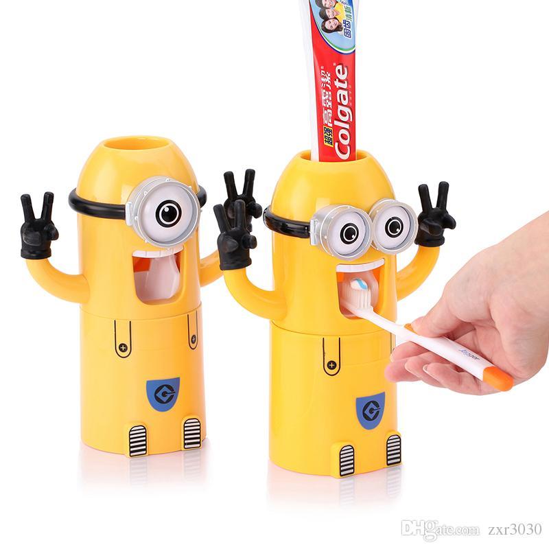 Compre Inicio Baño Productos Lindo Diseño Conjunto De Dibujos Animados  Amarillo Minions Portacepillos De Dientes Dispensador Automático De Pasta  De Dientes ... e623932cb48f