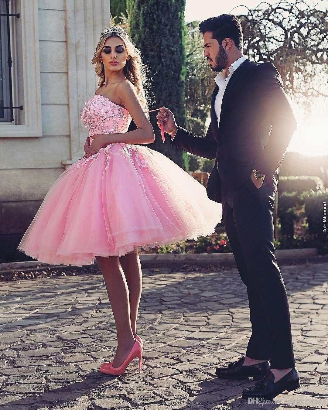 Pink Knee-Length Prom Dress Stylish Strapless Beaded Lace Appliques Pretty Cocktail Party Dress Puffy Tulle Short Lovely Evening Gowns