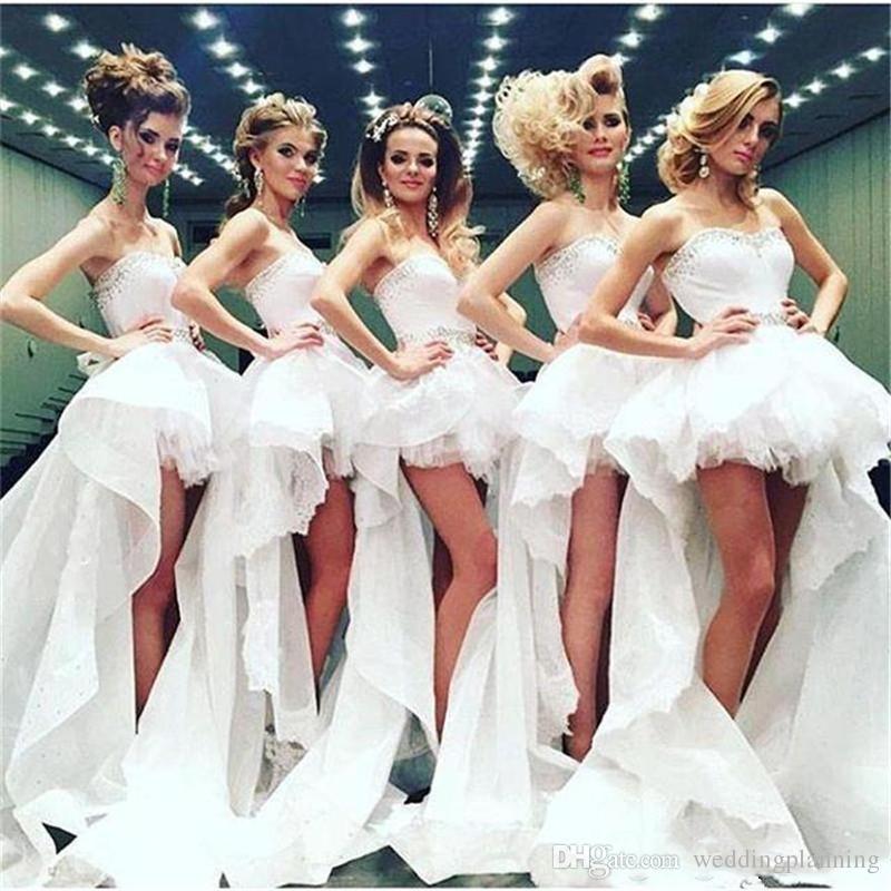 Yüksek Düşük Plaj Gelinlik Modelleri Düğün Için performans Ruffles Kanat Sevgiliye Onur Hizmetçi Balo Parti Elbise Katmanlar Gelin Törenlerinde