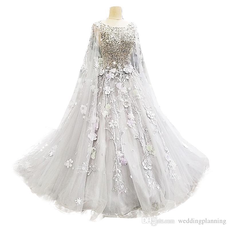 럭셔리 3D Appliques Royal Court Wedding Bridal Dress Cape 비즈 Applique Sweep Train Wedding Gowns Crew Periconized Dresses