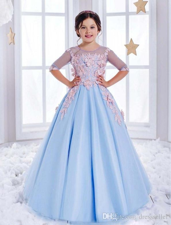 Dolly Tulle Pageant Ball Gown Mezze maniche Blu chiaro aperto indietro Splendida cappella Scoop Train Flower Girl Abiti per matrimoni