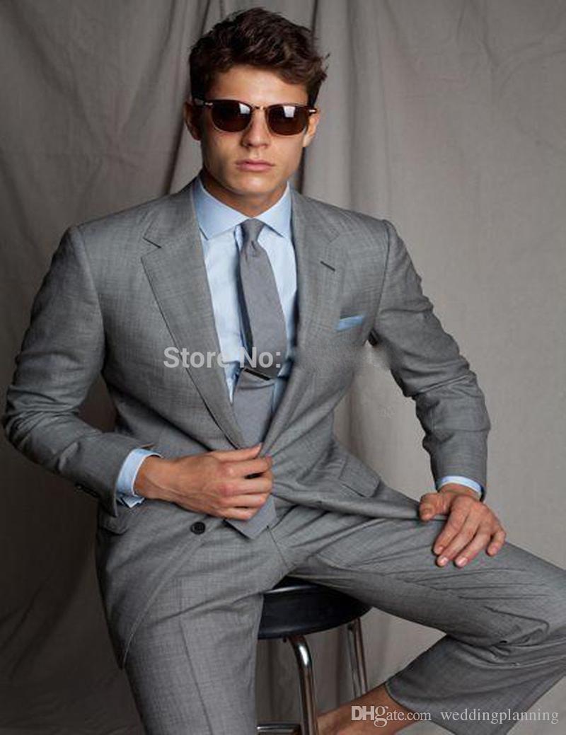 Di buona qualità Grey Mens Wedding Si adatta a due pezzi con risvolto dentellato Lo smoking di moda maschile dello sposo si adatta alla fessura degli uomini