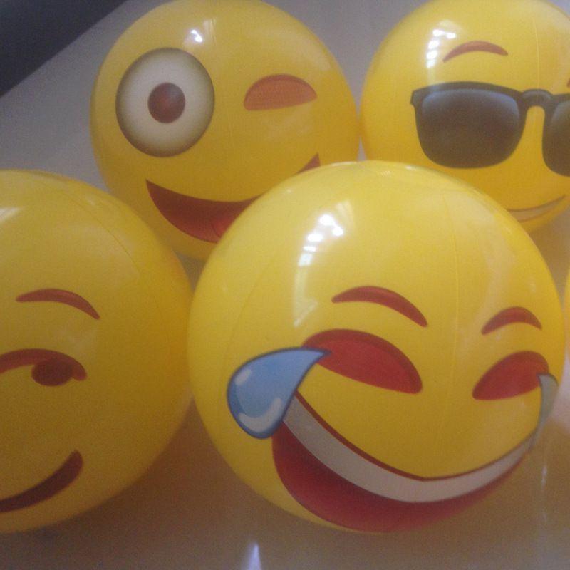 12 inch Beach Balls QQ Emoji Smile Face Ball PVC Inflatable Kids Adults Swim Pool Water Fun Toys Cheap Free DHL 225