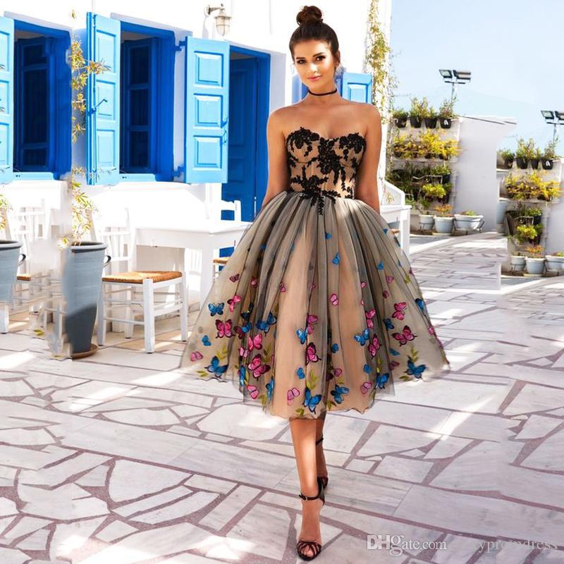 Papillon coloré robes de bal 2018 sweetheart dentelle noire appliques robes de soirée champagne lacets retour thé longueur robe de soirée cocktail