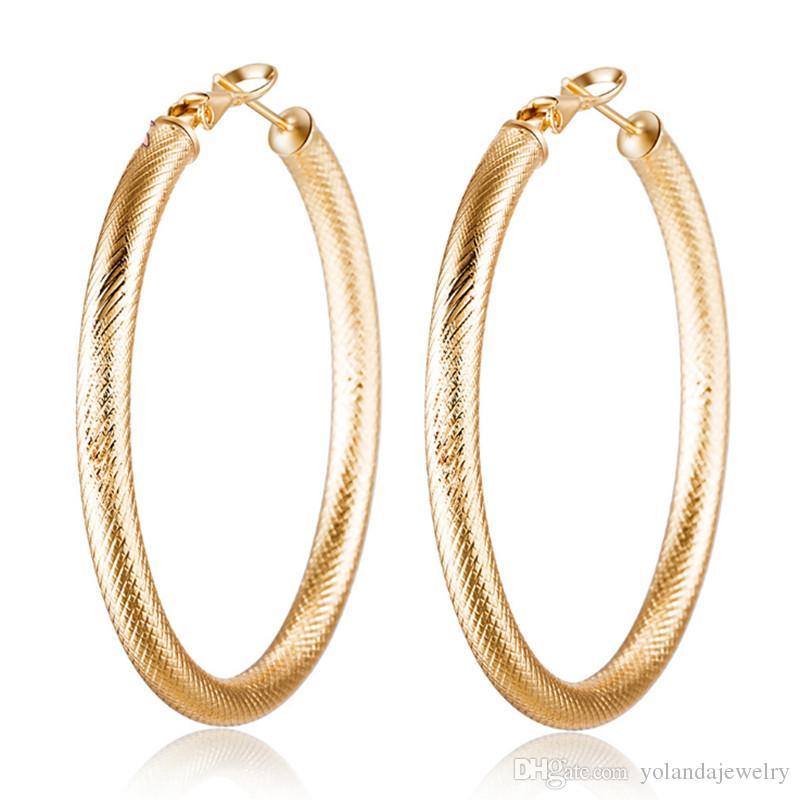 New Inventura HotSale Fashion Womens 18k Amarillo Pendientes de aro de oro amarillo Pendientes Huggie Charms Ear Studs Joyería para la fiesta