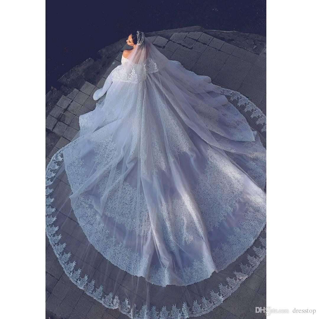 2018 Gorgeous Long Bridal Veil For Ball Gown With Lace