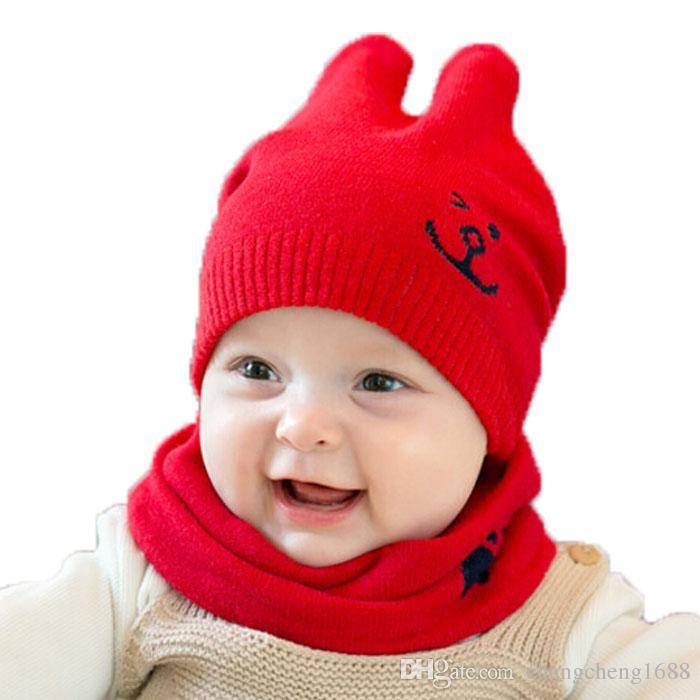 Compre 2018 Bebê Unisex Cor Sólida Malha Dupla Orelha Gorros Chapéus E Anel  Cachecol Set Criança Crianças Inverno Quente Cap 2 Peças Terno MZ5058 De ... 896d9f5a369